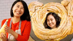 Rie-Makes-A-Cat-Shaped-Cream-Puff-For-Niki